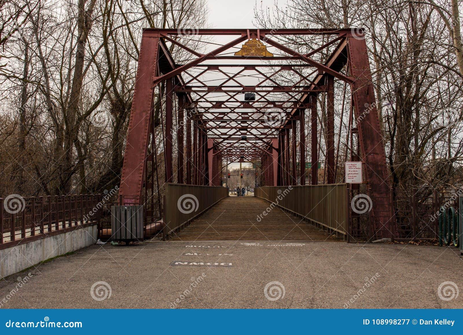 Γέφυρα ποδιών στο μνημείο των ανθρώπινων δικαιωμάτων του Αϊντάχο Ann Frank