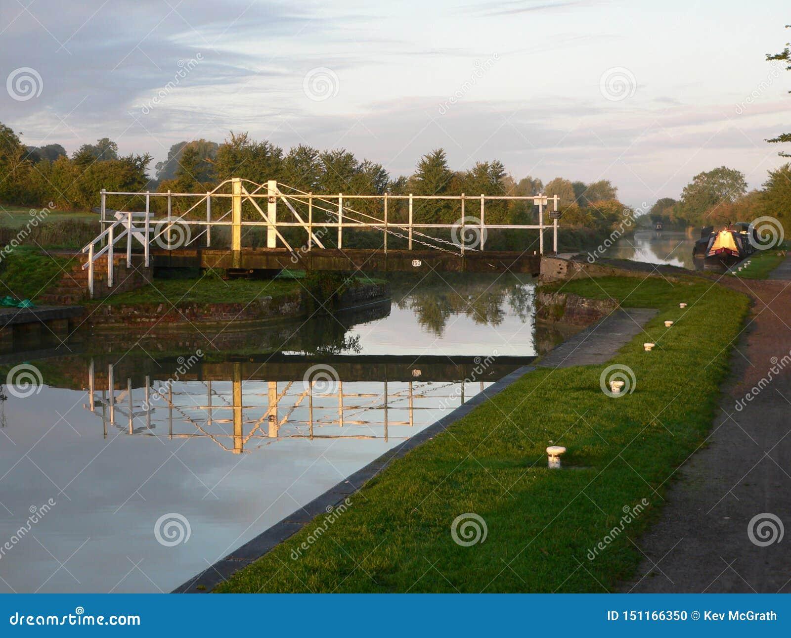 Γέφυρα ταλάντευσης στο κανάλι