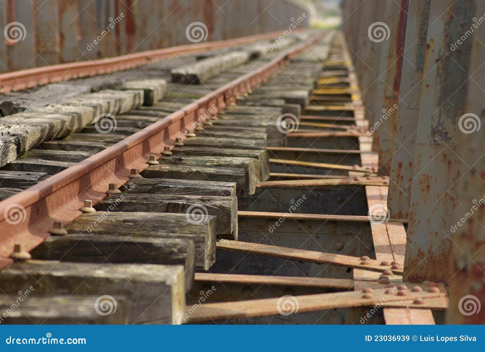 γέφυρα guadiana πέρα από το σιδηρόδρομο