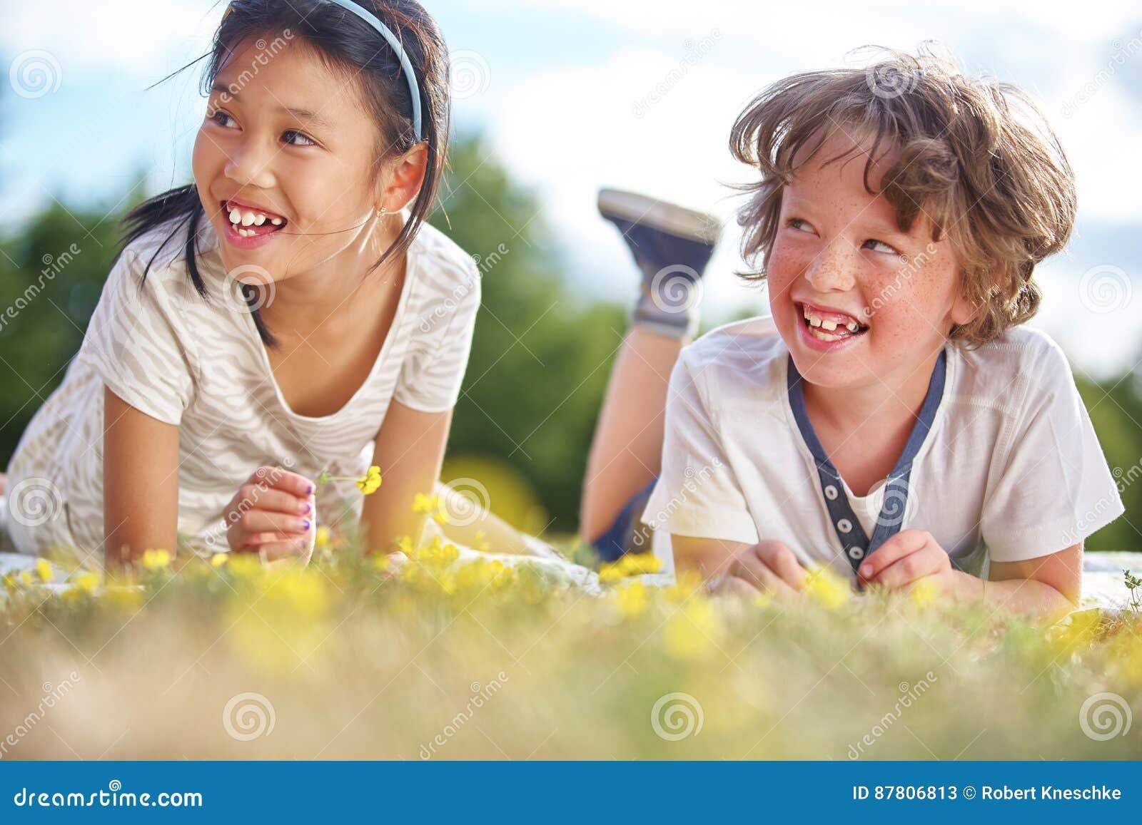 γέλιο κοριτσιών αγοριών
