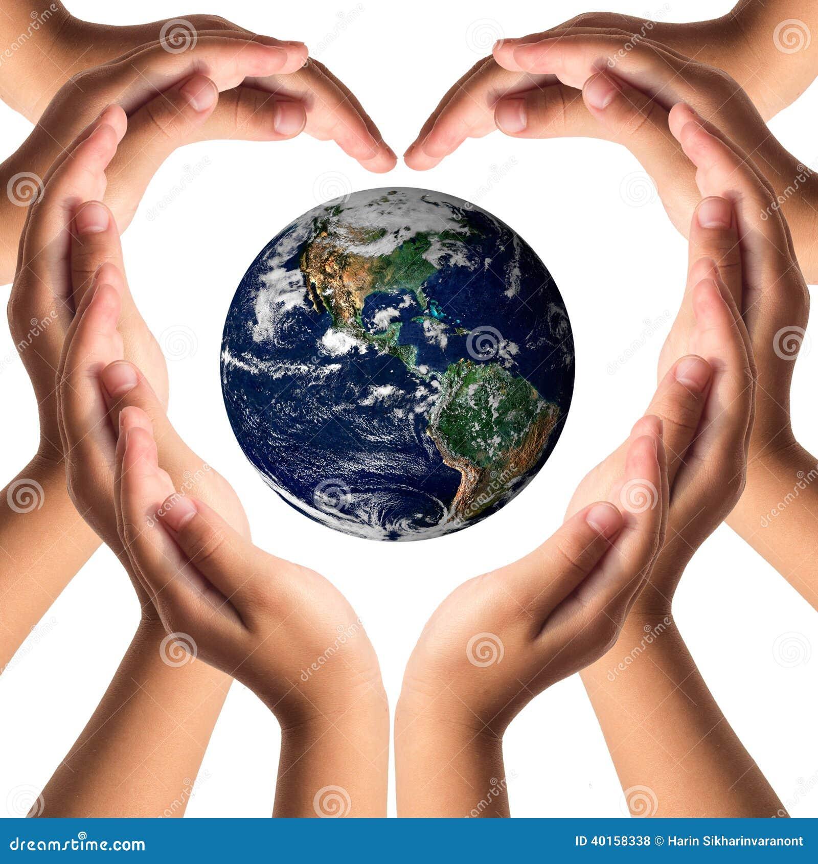Γήινη προσοχή με την έννοια χεριών βοηθείας