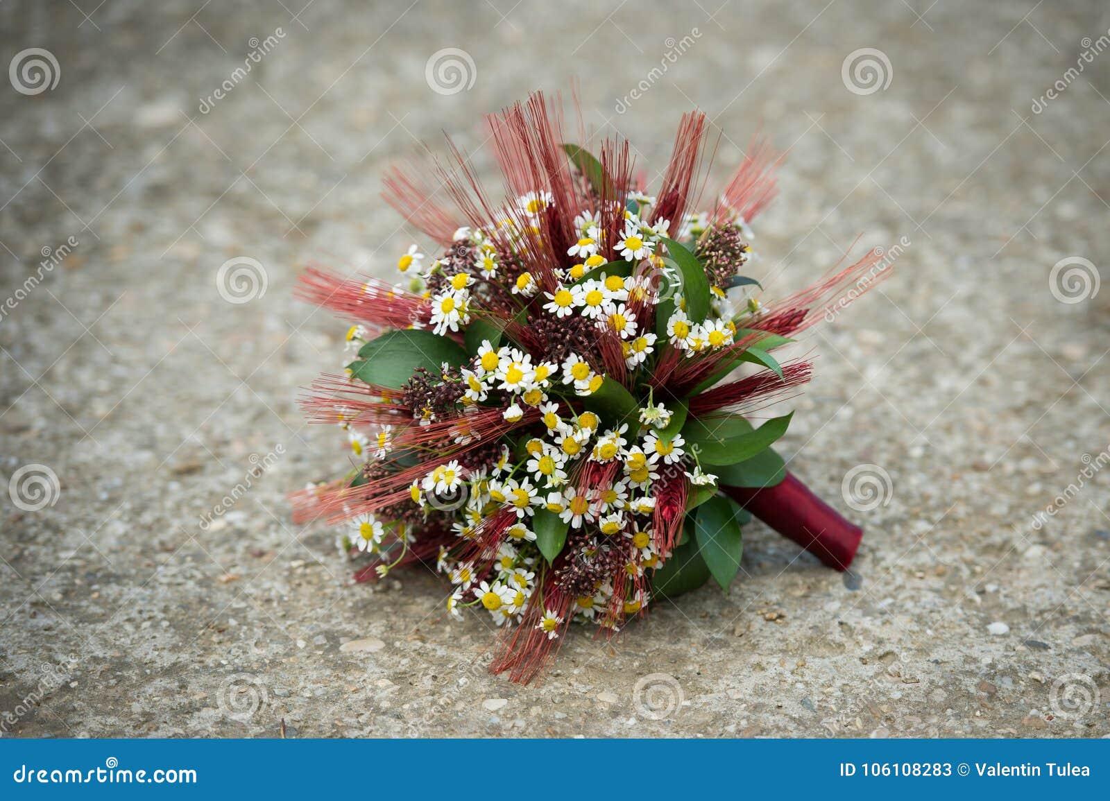 Γαμήλια ανθοδέσμη για μια shabby κομψή νύφη