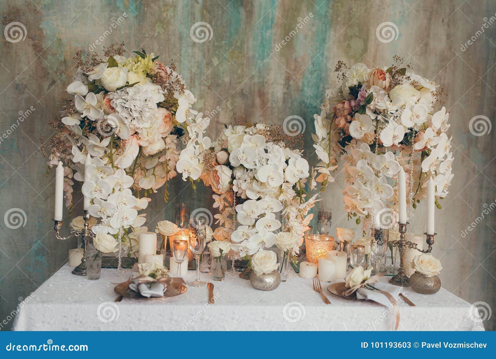 Γαμήλια ντεκόρ και φόρεμα
