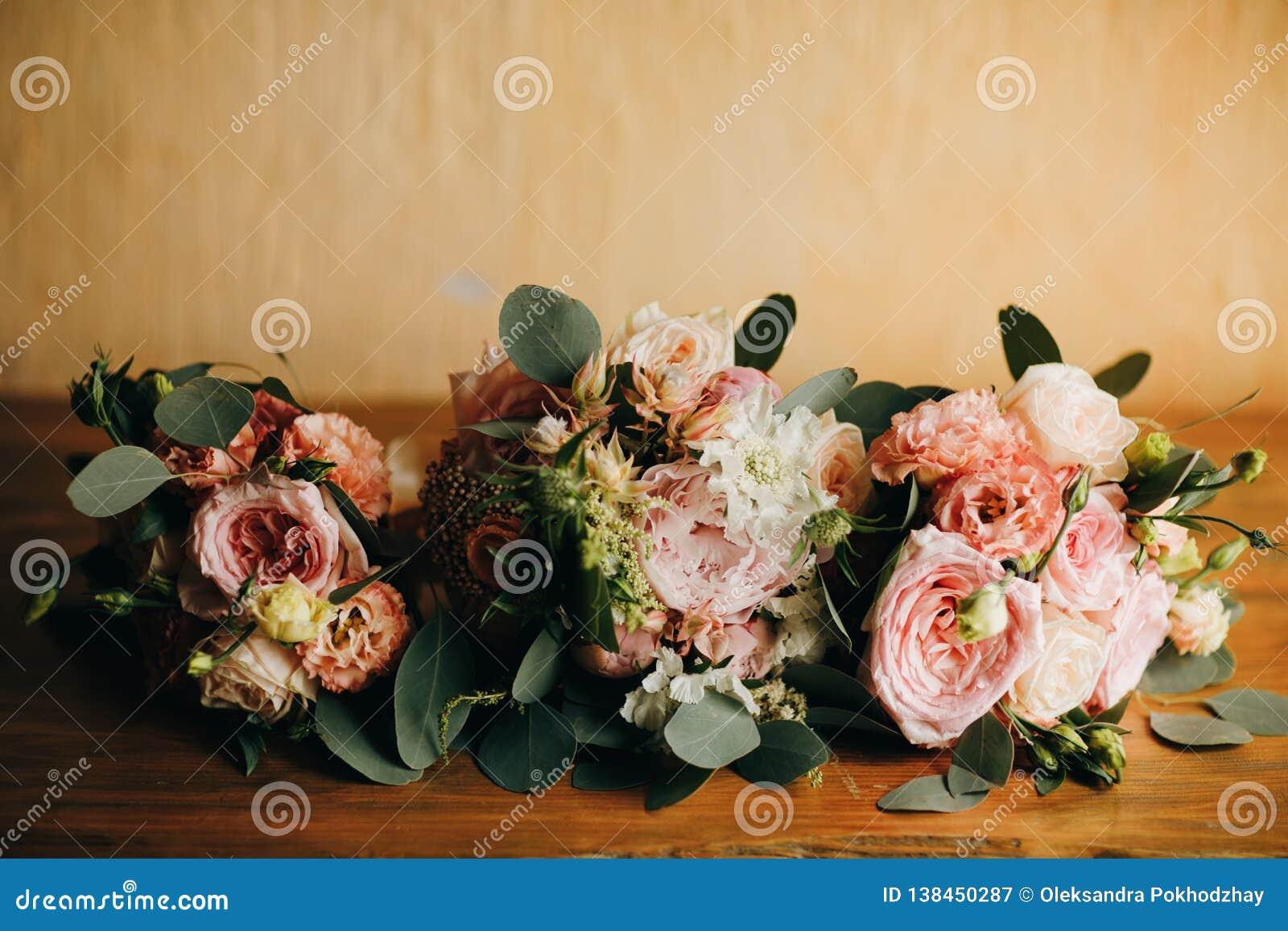 Γαμήλια τρία ανθοδέσμη Γαμήλια νυφικά εξαρτήματα floral διάνυσμα απεικόνισης λουλουδιών ανθοδεσμών