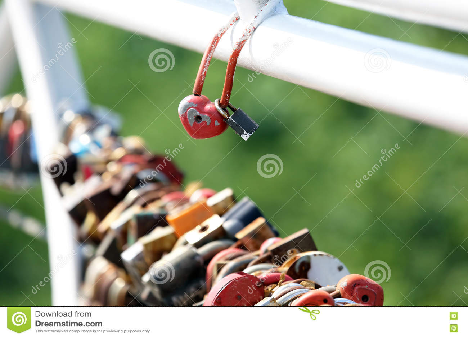Γαμήλια δύο κλειδαριά έναντι άλλης ένωσης κλειδαριών