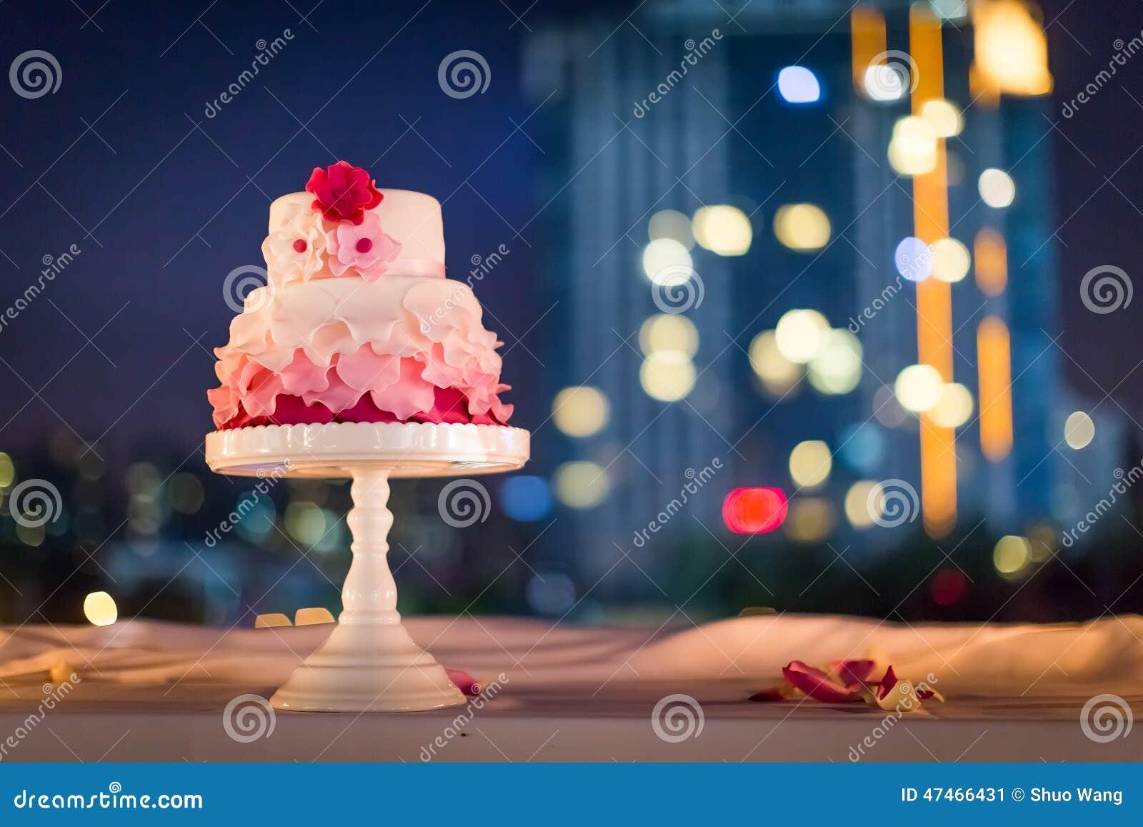 Γαμήλιο κέικ τη νύχτα