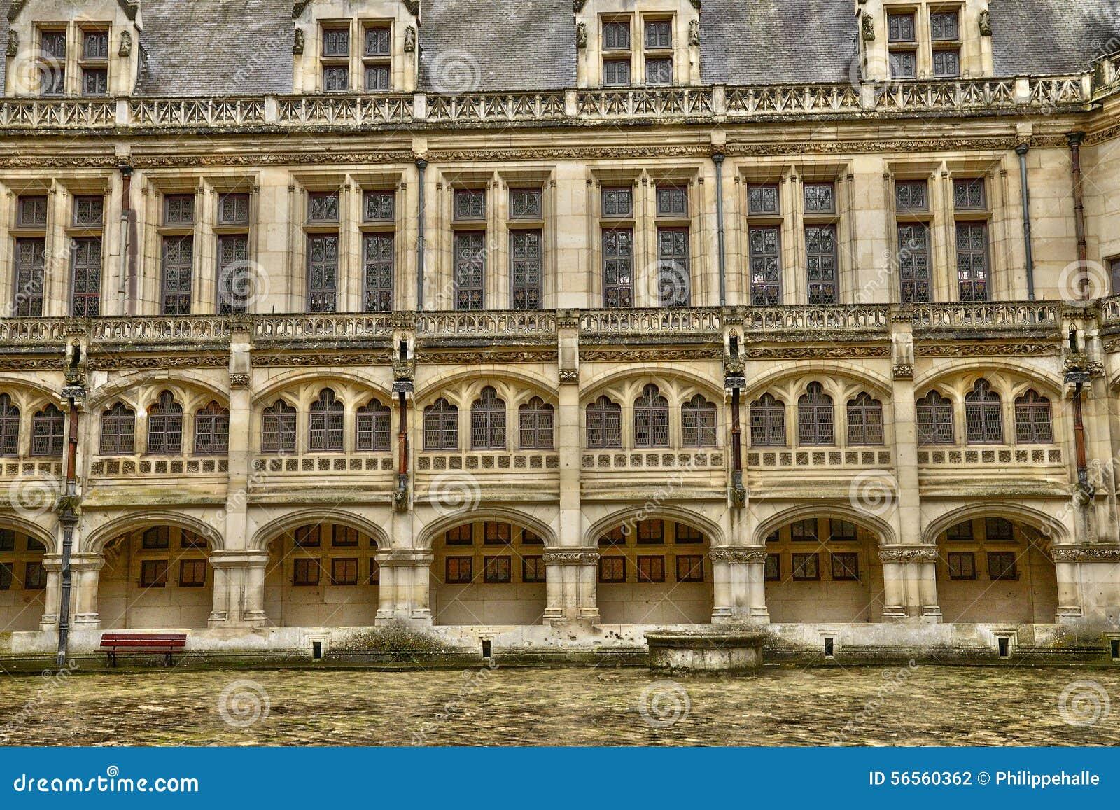 Download Γαλλία, ιστορικό κάστρο Pierrefonds σε Picardie Στοκ Εικόνες - εικόνα από μεσαιωνικός, οχυρό: 56560362