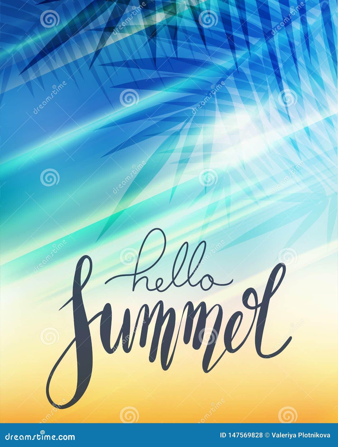 Γειά σου καλοκαίρι, χειρόγραφη εγγραφή με τον κλάδο φοινικών, ακτίνες ήλιων στο θολωμένο υπόβαθρο παραλιών Θετική αφίσα για την έ