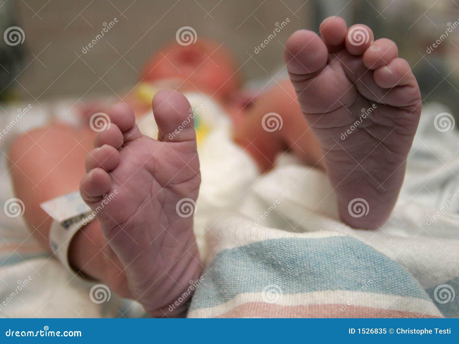 γεννημένα πόδια νέα