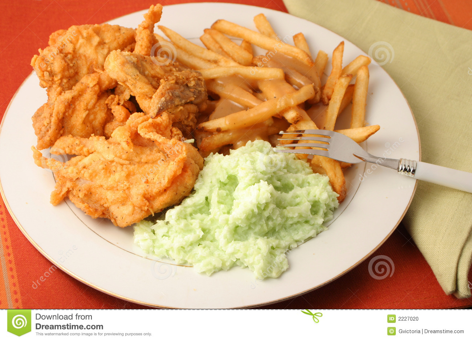 γεύμα κοτόπουλου που τηγανίζεται