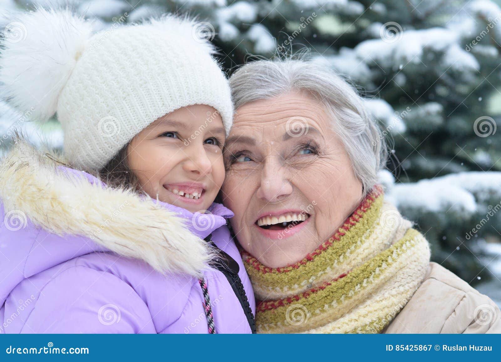 Γιαγιά με το χαμόγελο εγγονών