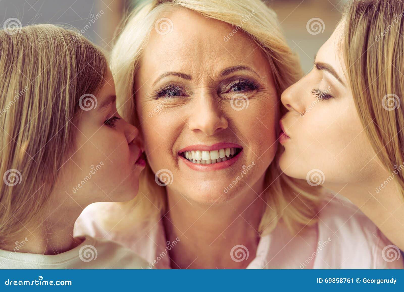 Γιαγιά, mom και κόρη