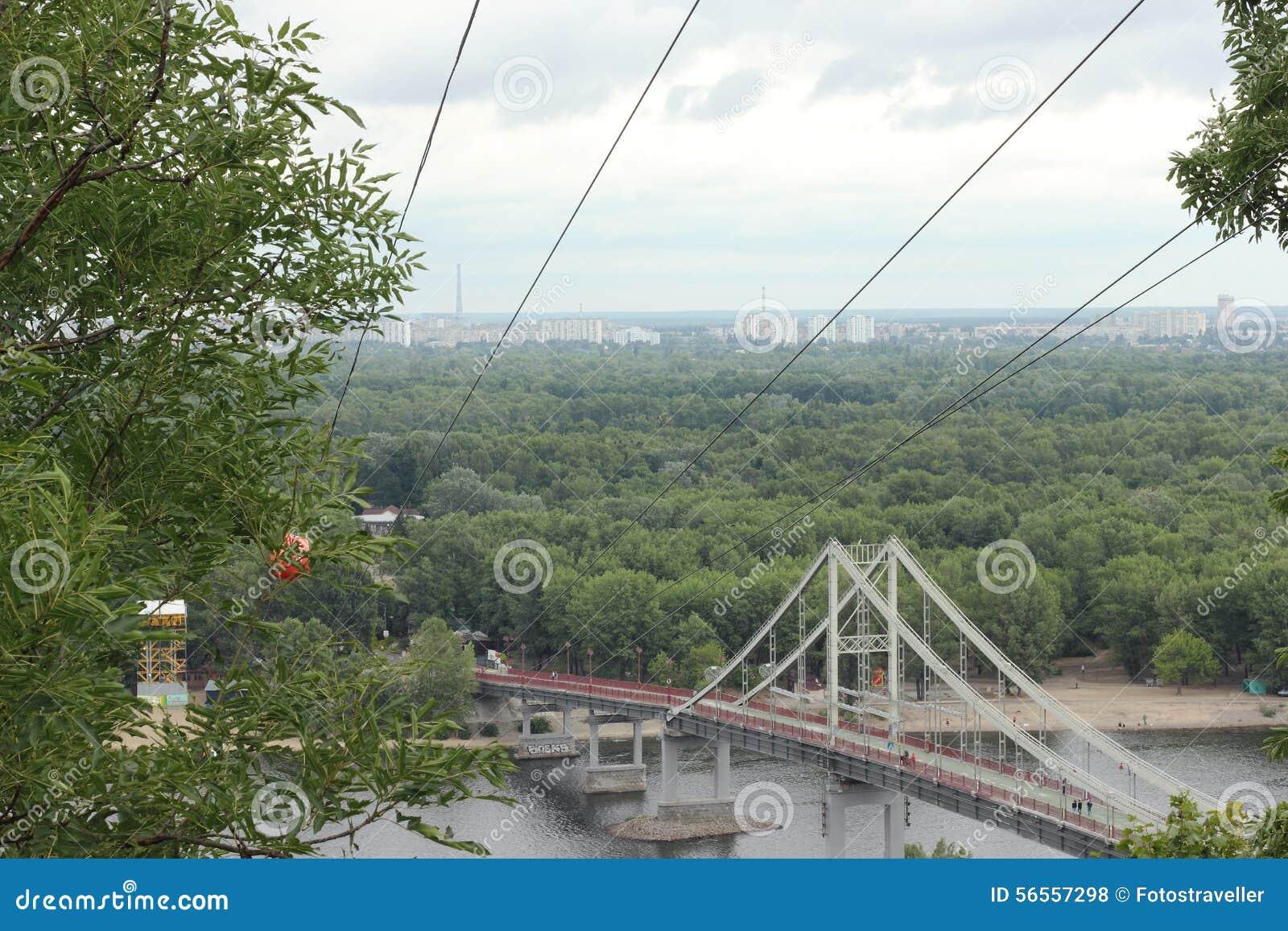 Download Για τους πεζούς γέφυρα εκδοτική στοκ εικόνες. εικόνα από σπίτι - 56557298