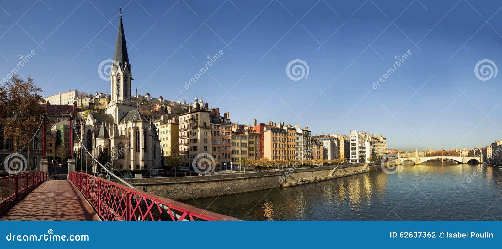 Για τους πεζούς κόκκινο passerelle ST-Georges στη Λυών