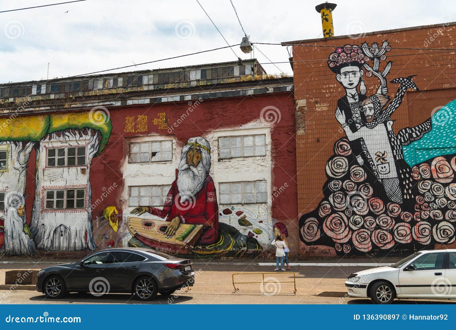 Γκράφιτι, Μινσκ, Λευκορωσία, οδός Oktyabrskaya, τέχνη οδών που γίνεται από το βραζιλιάνο καλλιτέχνη Ramon Martins, οδός της Βραζι