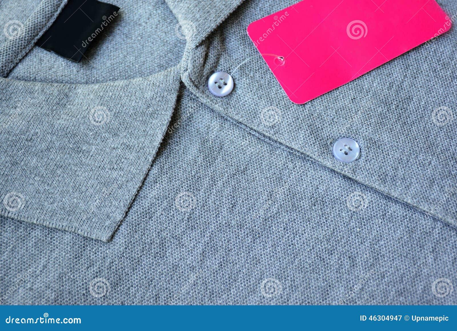 2c055e2d1511 Γκρίζα μπλούζα πόλο και κενή ετικέτα Στοκ Εικόνα - εικόνα από ...