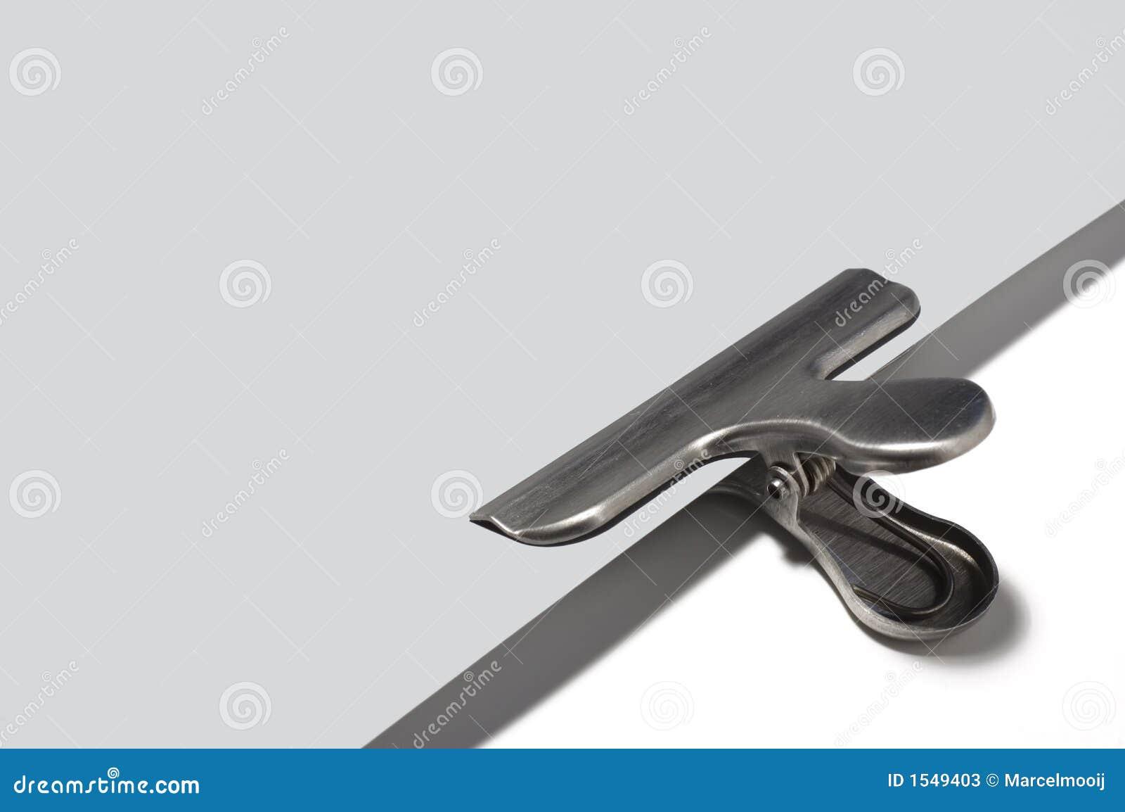 γκρίζο μεταλλικό έγγραφο paperclip