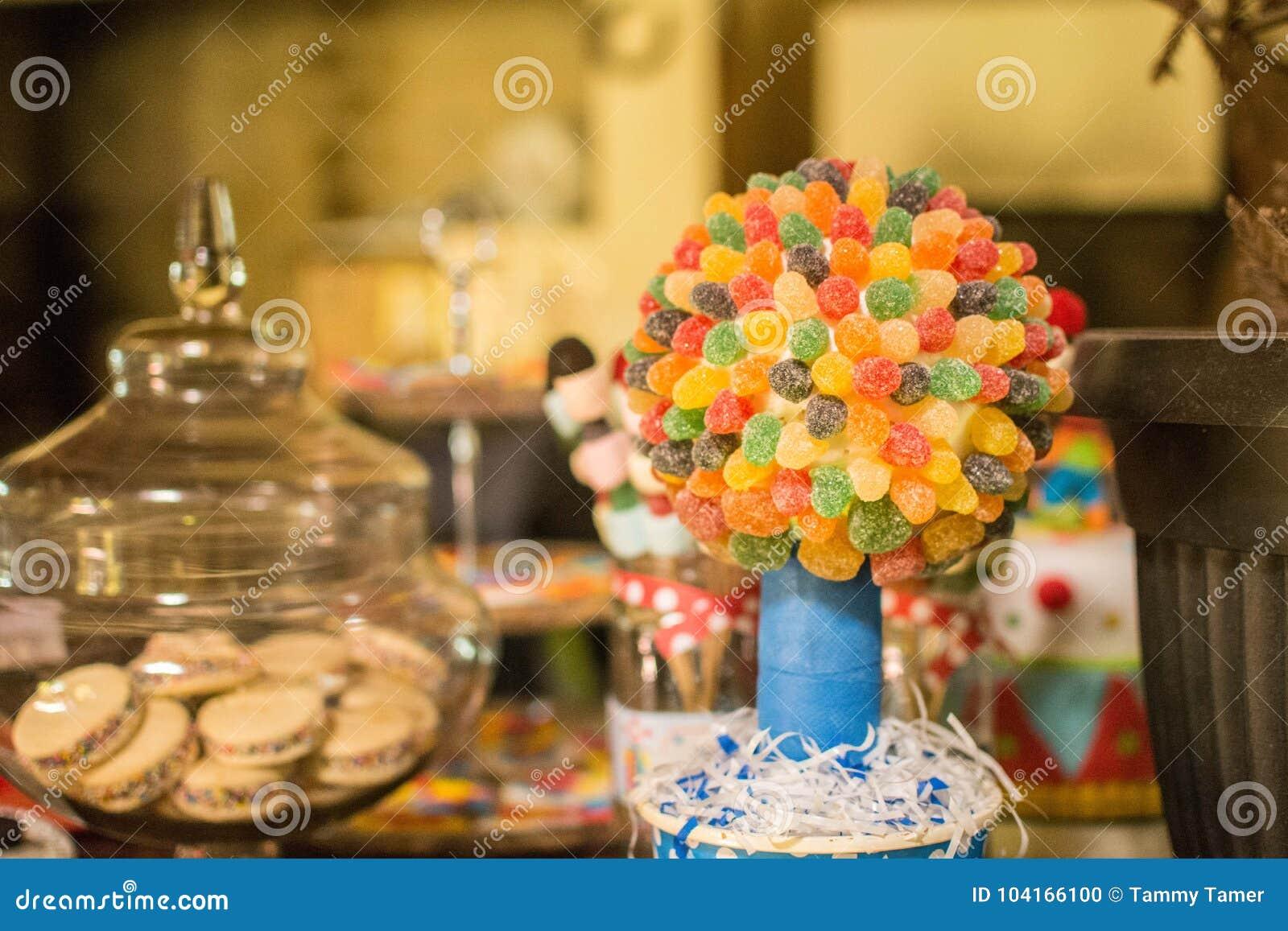 Γλυκές στιγμές χρονικής γιορτής γενεθλίων καραμελών