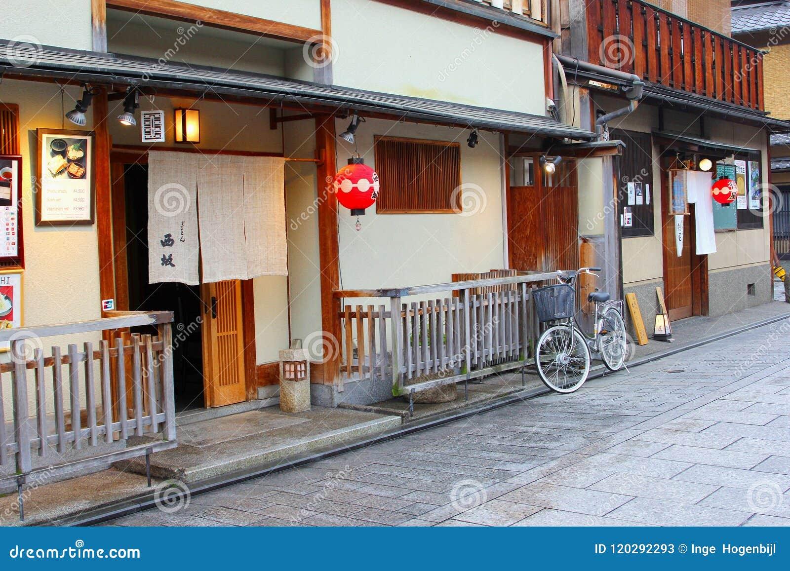 Γοητευτική παλαιά οδός, περιοχή γκείσων Gion, Κιότο