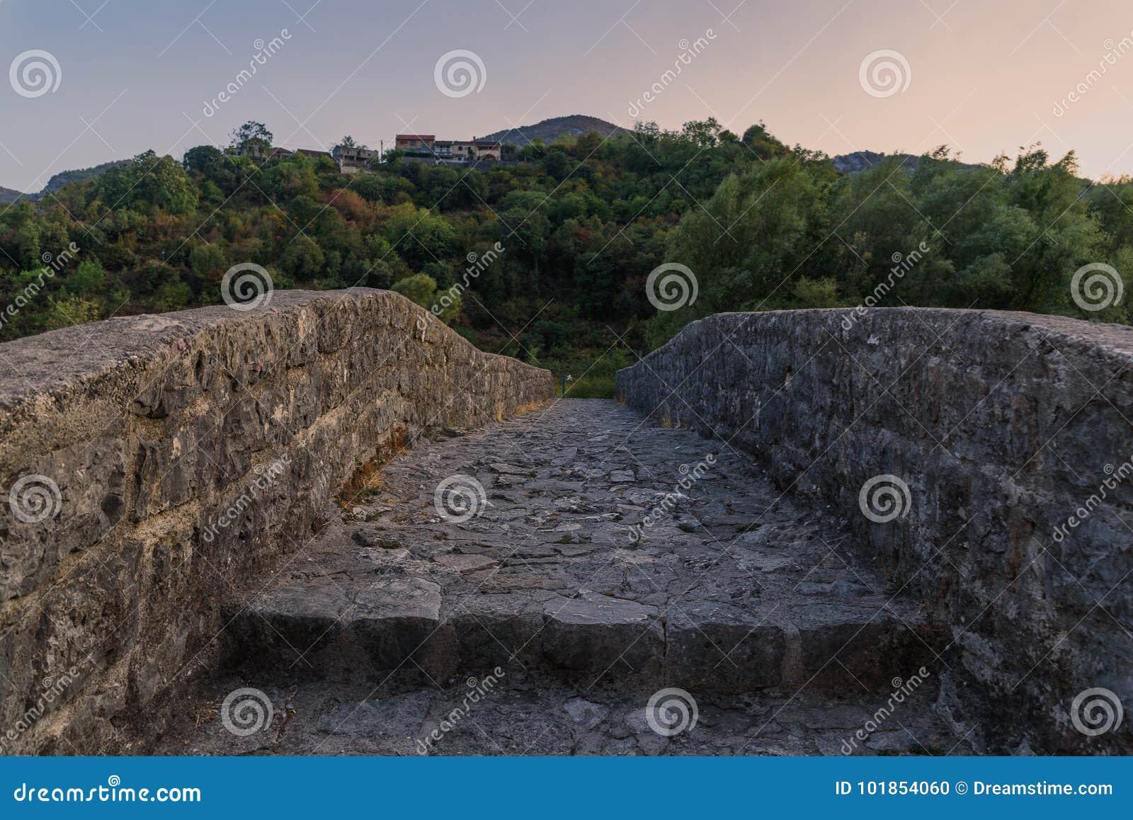 Γοητευτική φύση του Μαυροβουνίου τον Αύγουστο