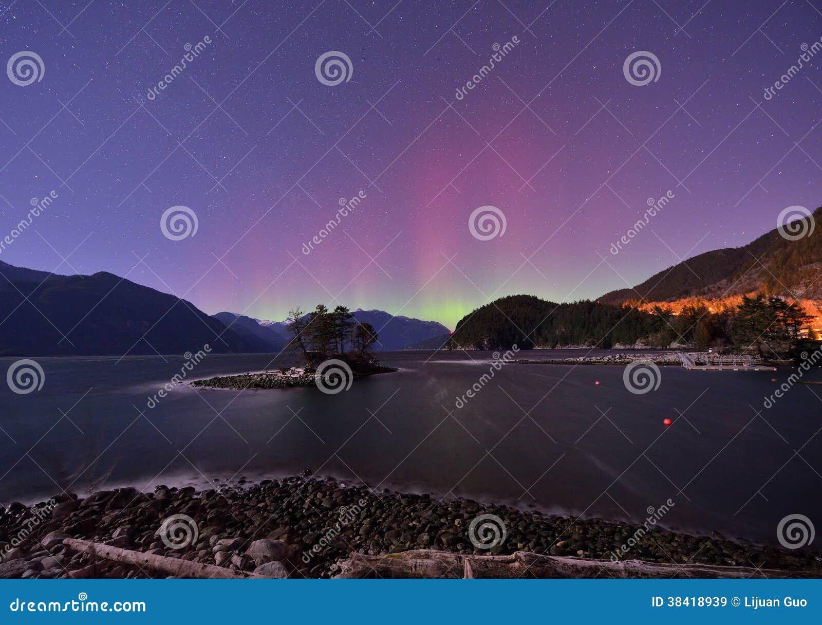 Γούνινος κολπίσκος και αυγή στα μεσάνυχτα