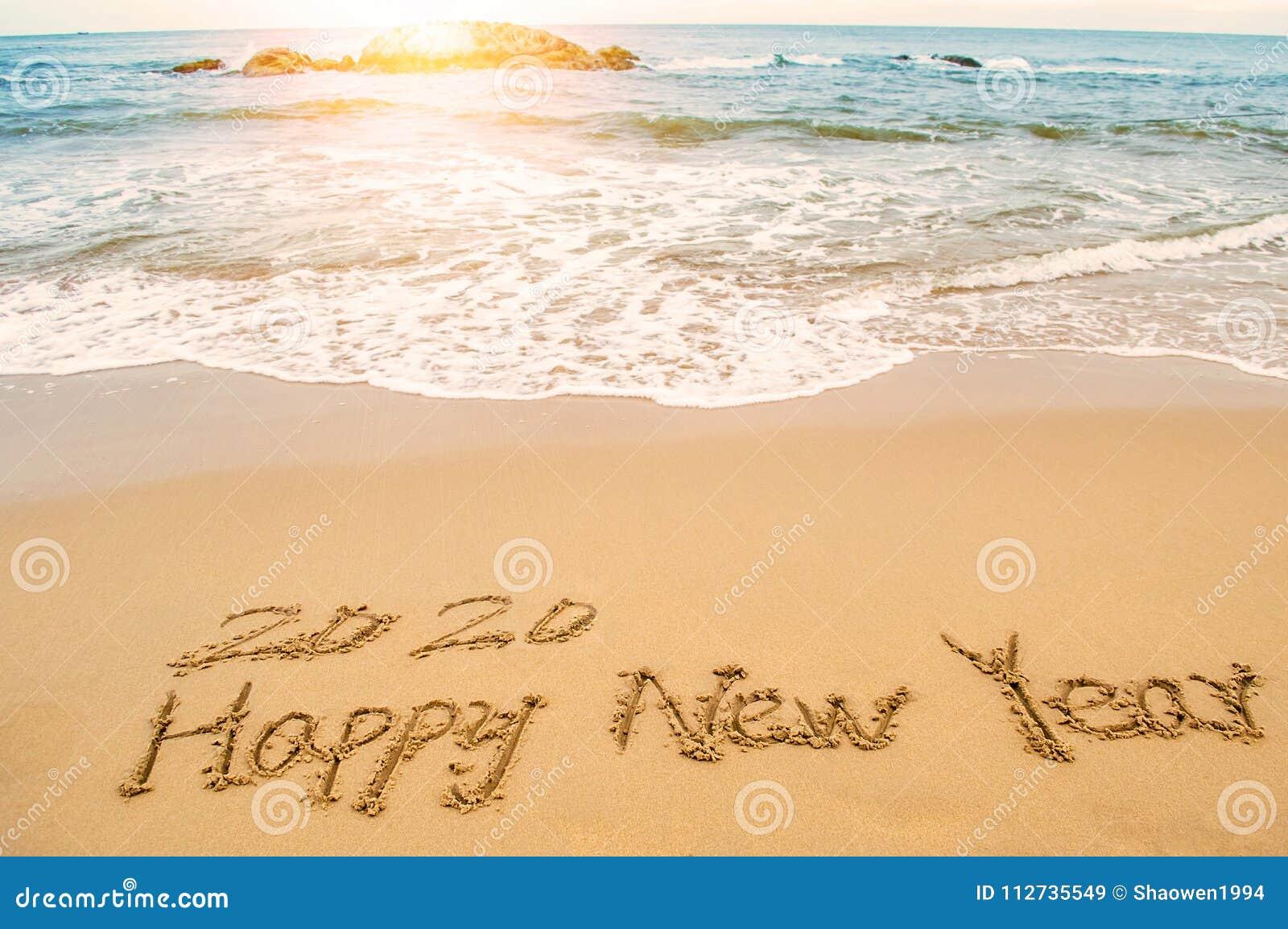 Γράψτε το 2020 καλή χρονιά στην παραλία