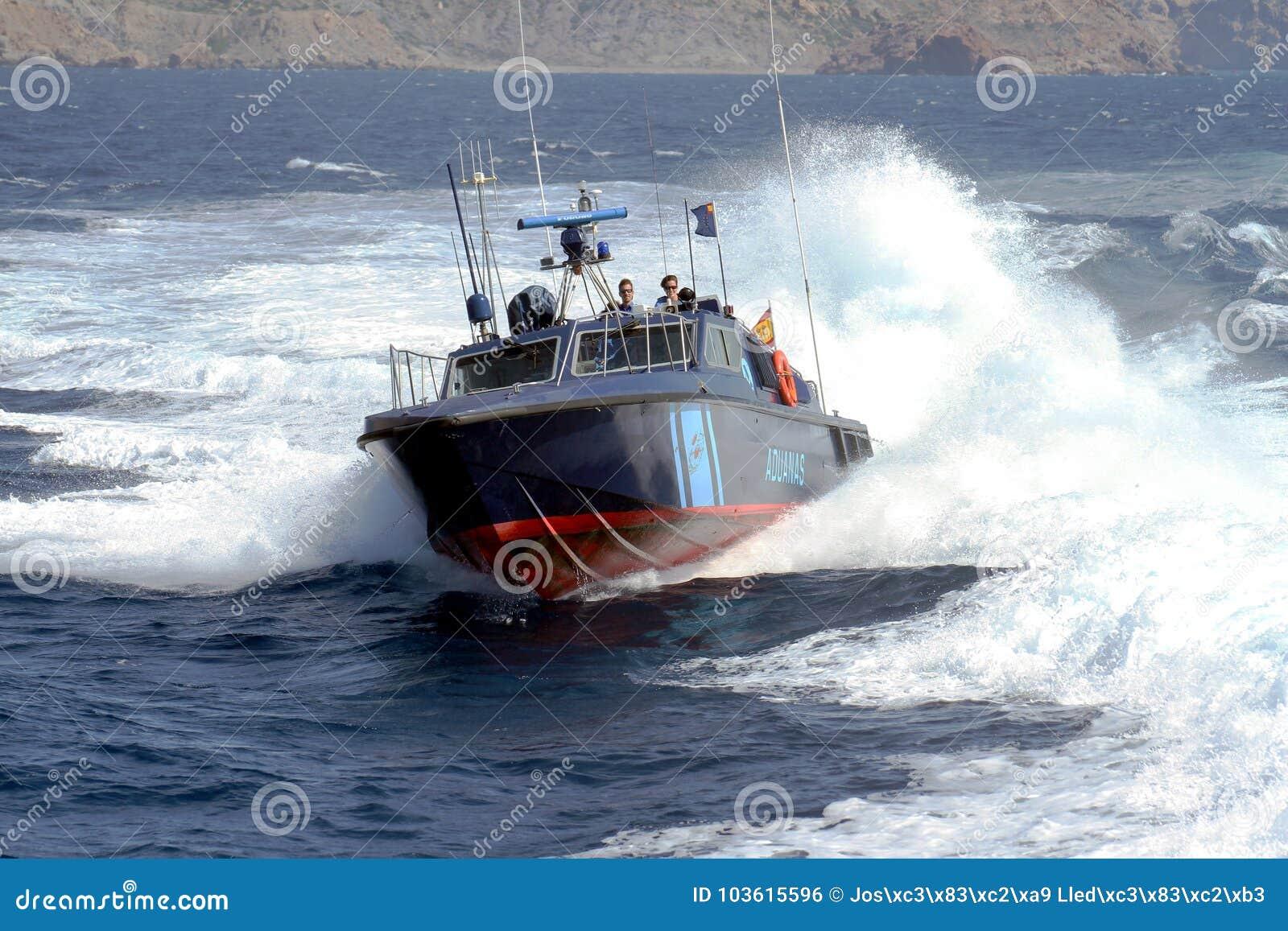 Γρήγορη βάρκα της ισπανικής υπηρεσίας τελωνείου