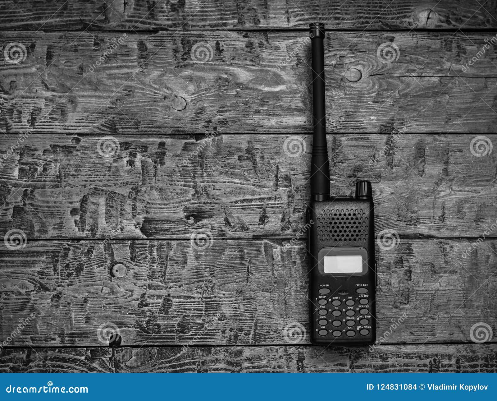 Γραπτή εικόνα walkie-talkie σε έναν ξύλινο πίνακα