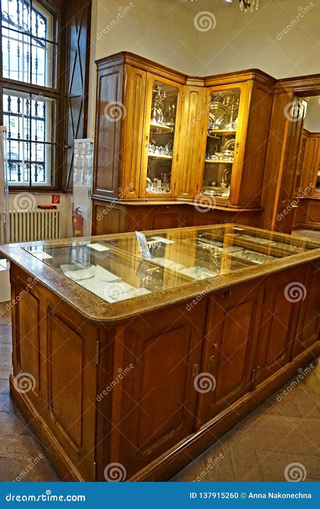 Γραφεία με το σκεύος για την κουζίνα στην αυτοκρατορική ασημένια συλλογή στο Hofburg