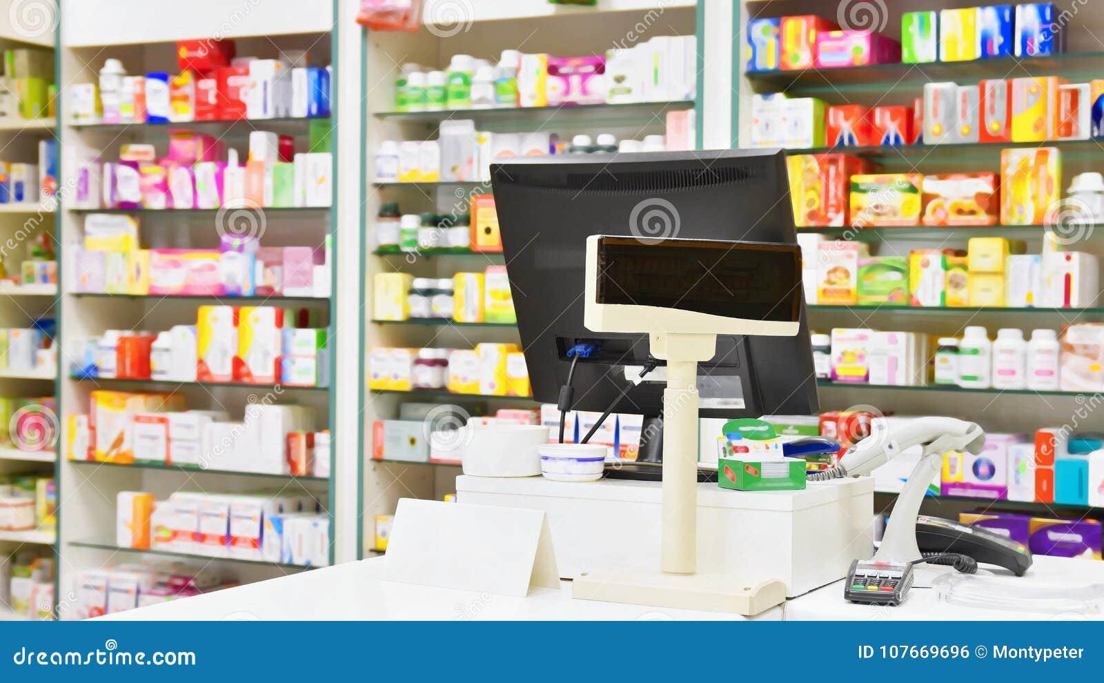 Γραφείο μετρητών - υπολογιστής και όργανο ελέγχου σε ένα φαρμακείο Εσωτερικό του φαρμάκου και του καταστήματος βιταμινών Φάρμακα
