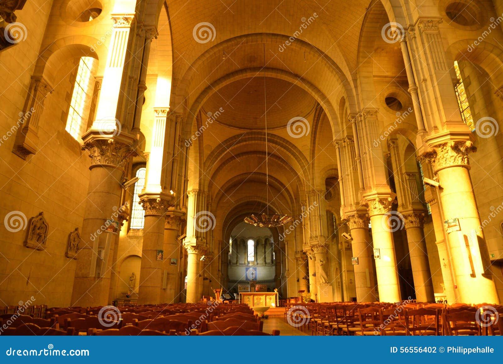 Download Γραφική πόλη Briare στο Loiret Στοκ Εικόνες - εικόνα από γραφικός, αρχιτεκτονικής: 56556402