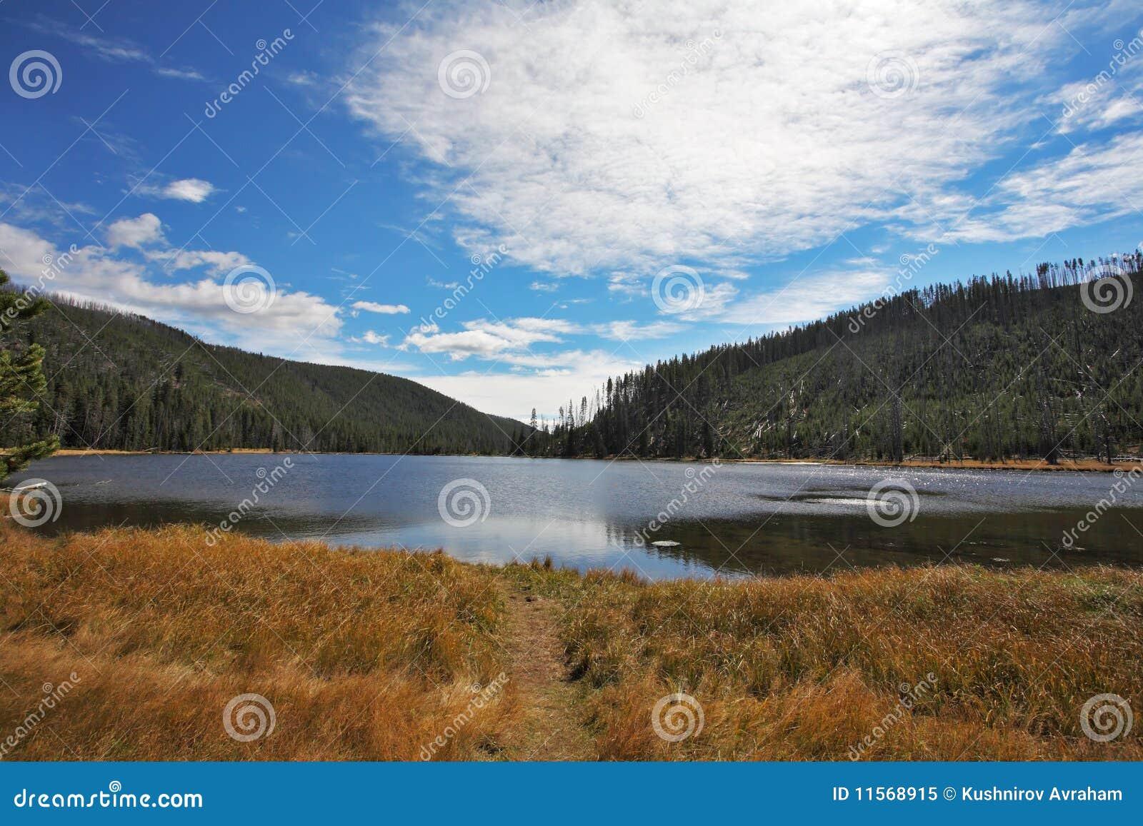 γραφικός ποταμός φθινοπώρ&om