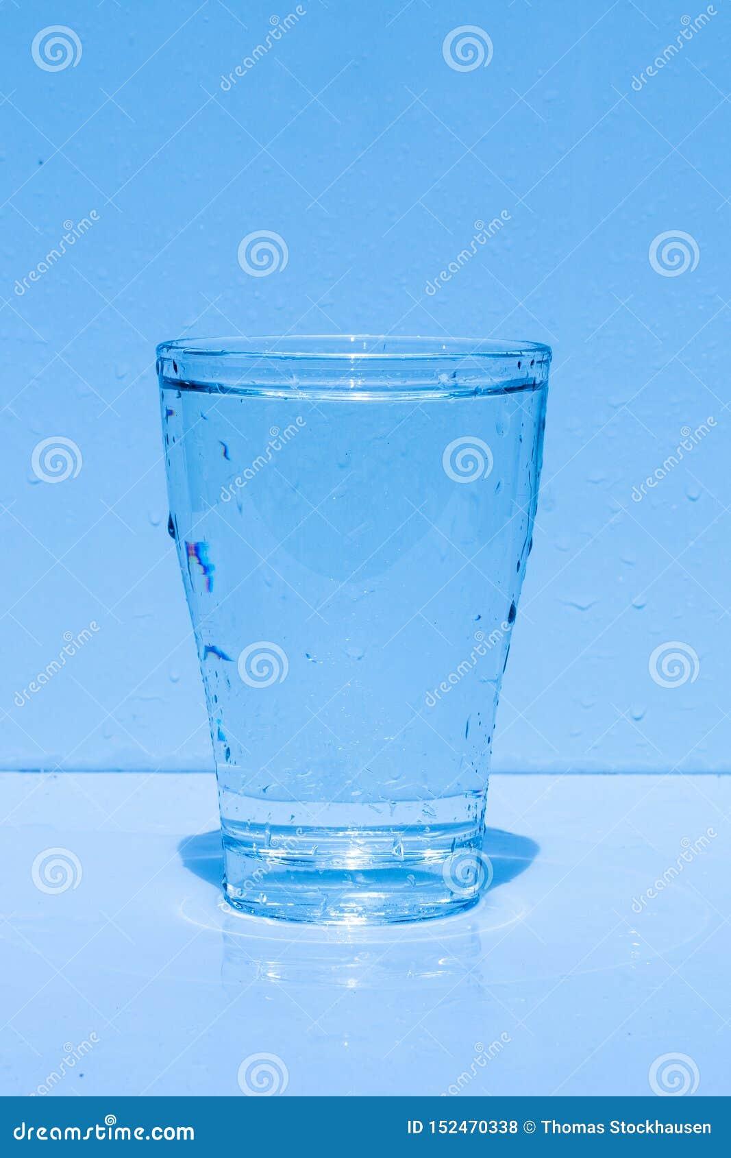 Γυαλί νερού, καταβρέχοντας νερό, φρεσκάδα