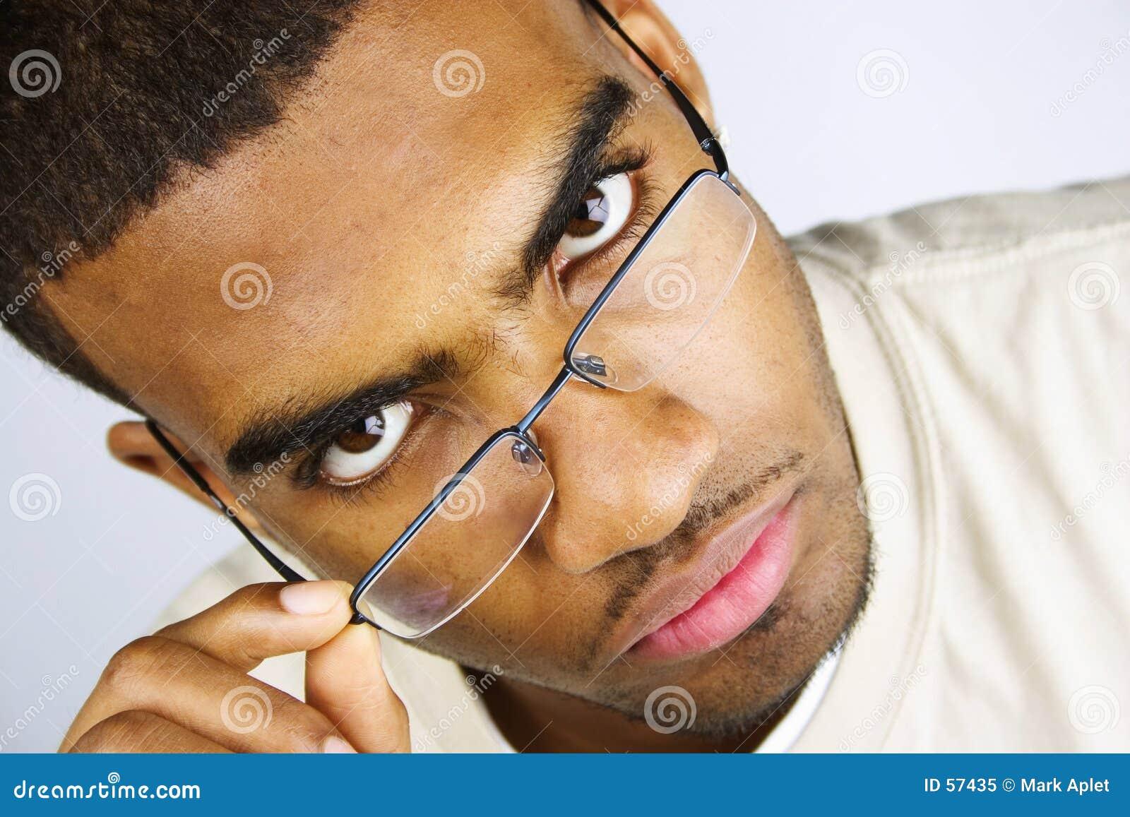 γυαλιά που τοποθετούντ&