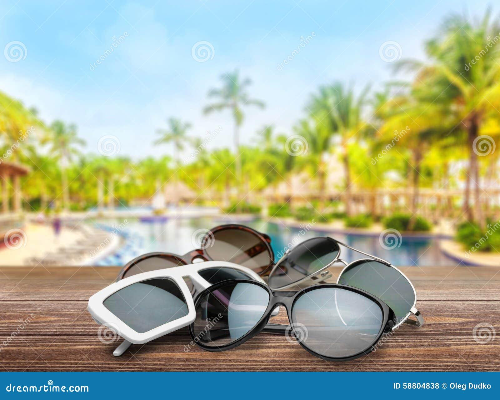 3dddd7d7a8 Απομονωμένο λευκό προσωπικών εξαρτημάτων μόδας Eyewear γυαλιών ηλίου  γυναίκες