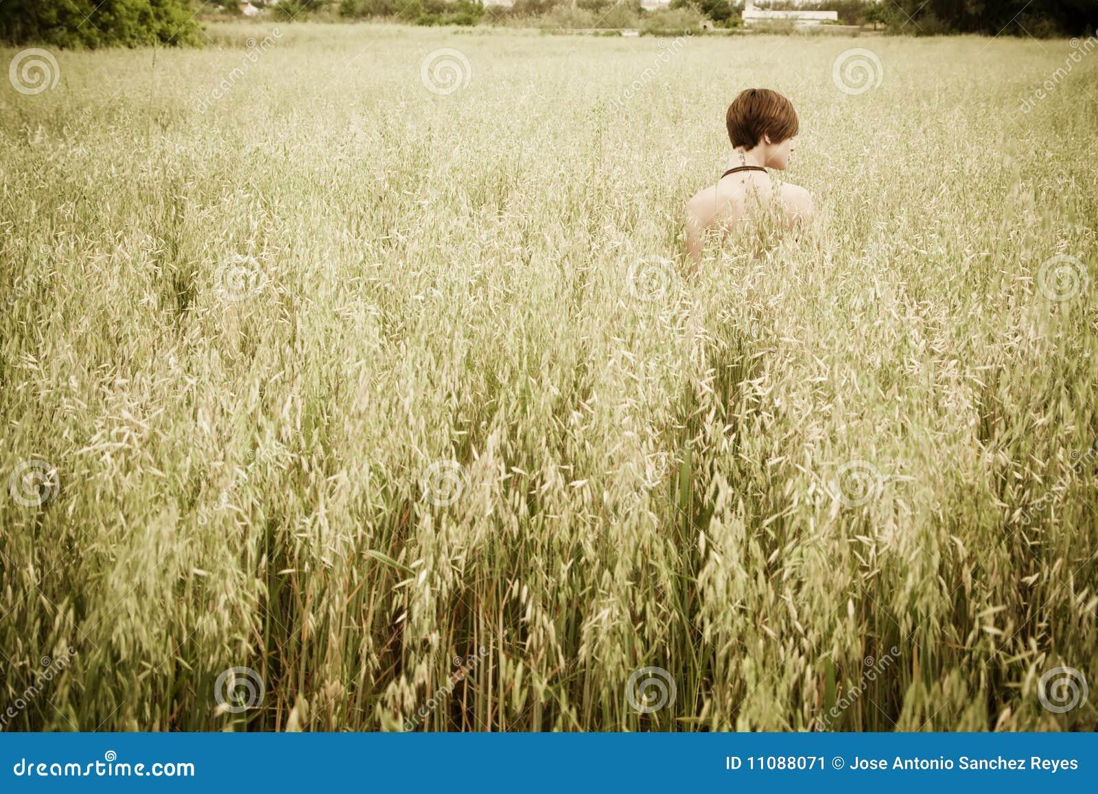 γυμνή γυναίκα λιβαδιών