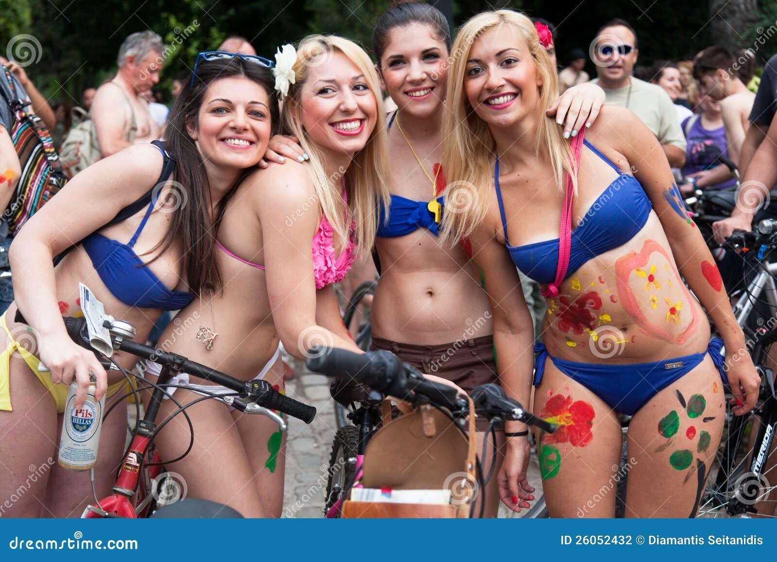 Γυμνός γύρος ποδηλάτων σε Θεσσαλονίκη - την Ελλάδα
