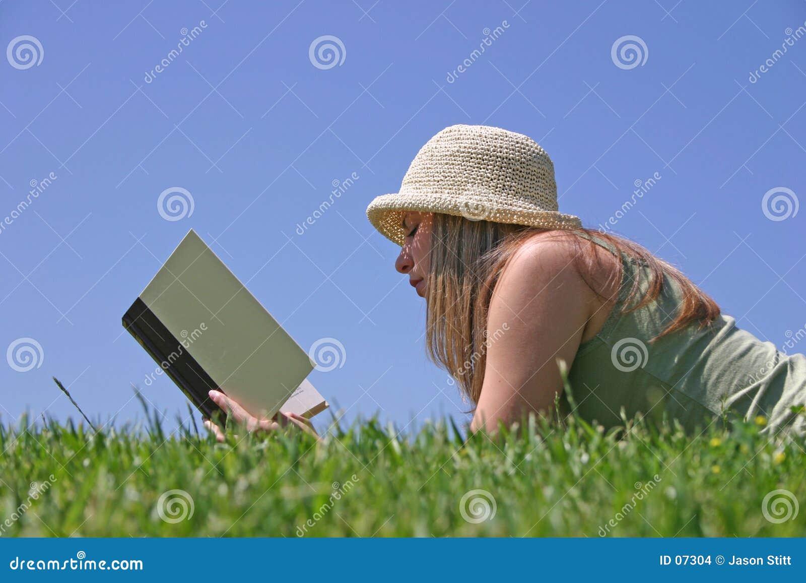 γυναίκα ανάγνωσης