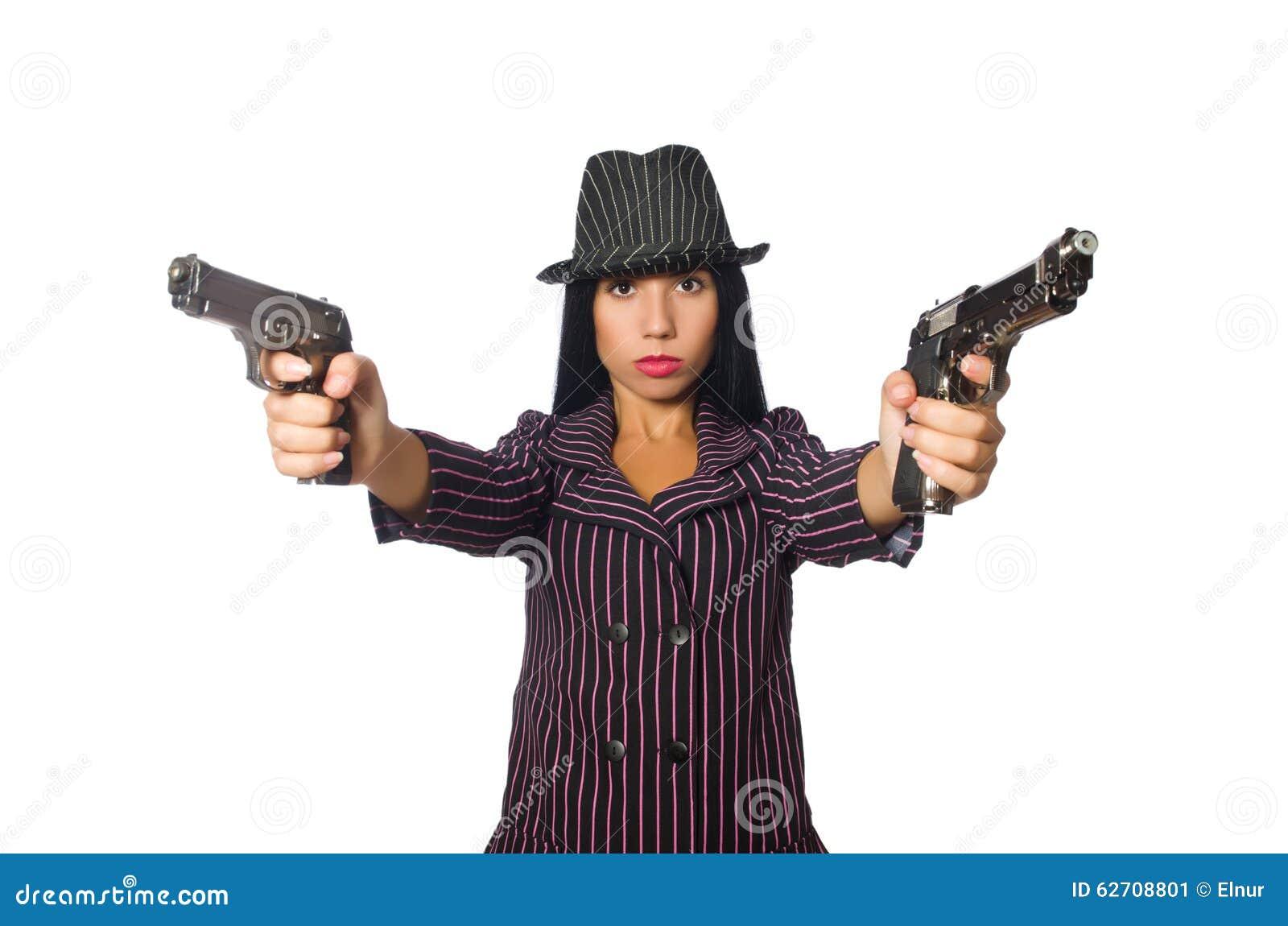 Γυναίκα γκάγκστερ με το πυροβόλο όπλο που απομονώνεται στο λευκό