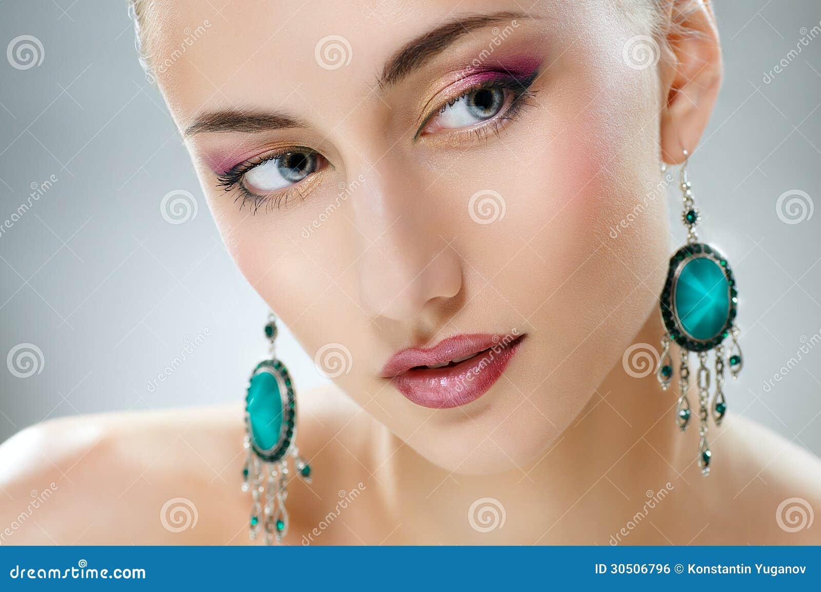 Γυναίκα με το κόσμημα