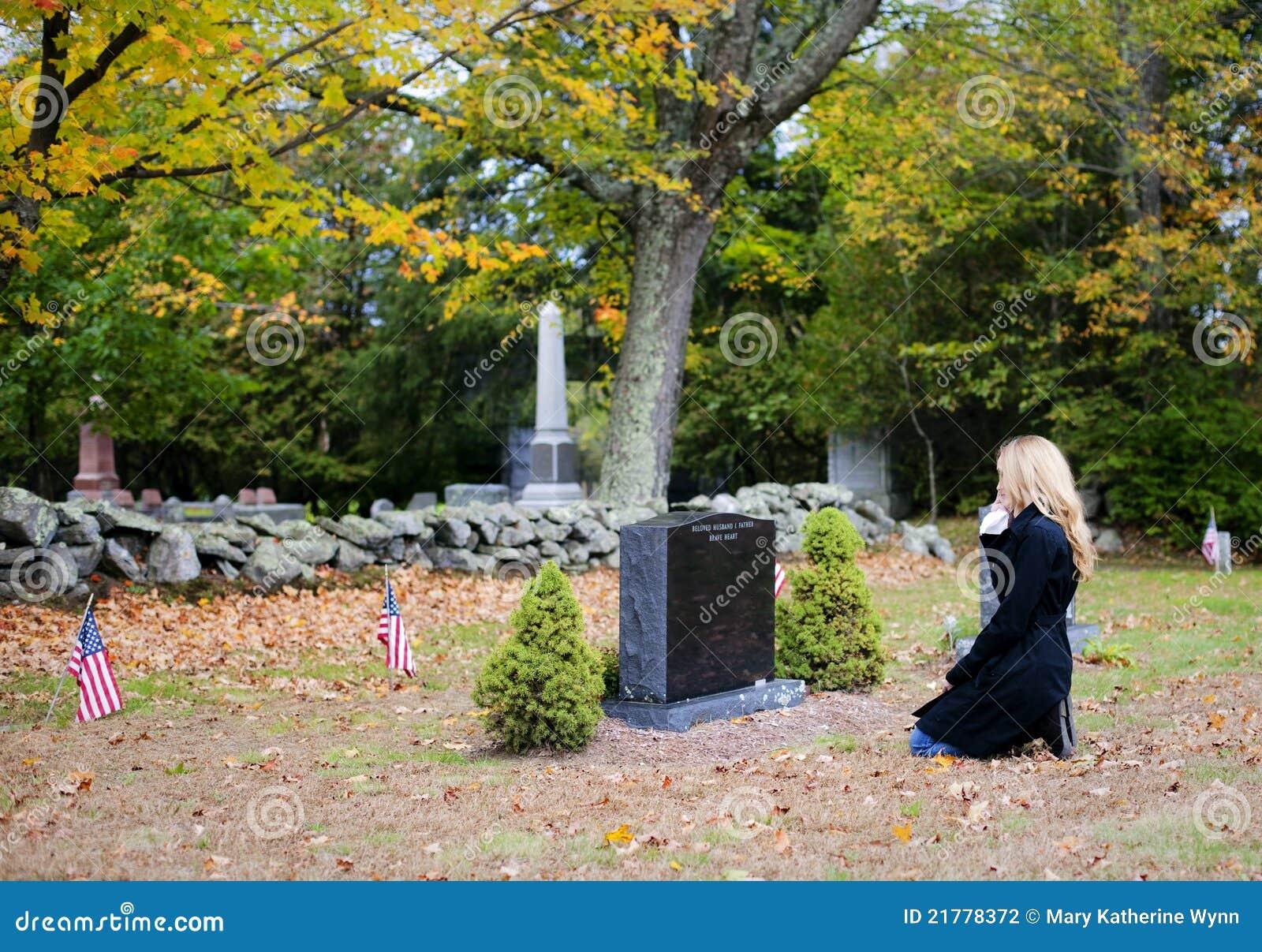 γυναίκα νεκροταφείων