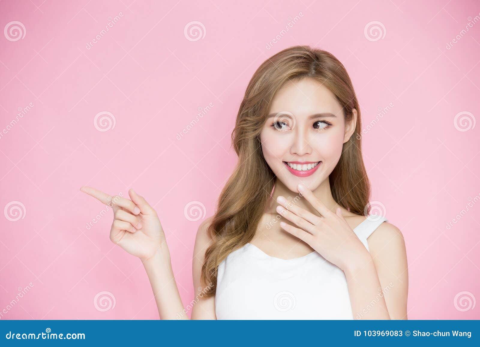 Γυναίκα ομορφιάς skincare