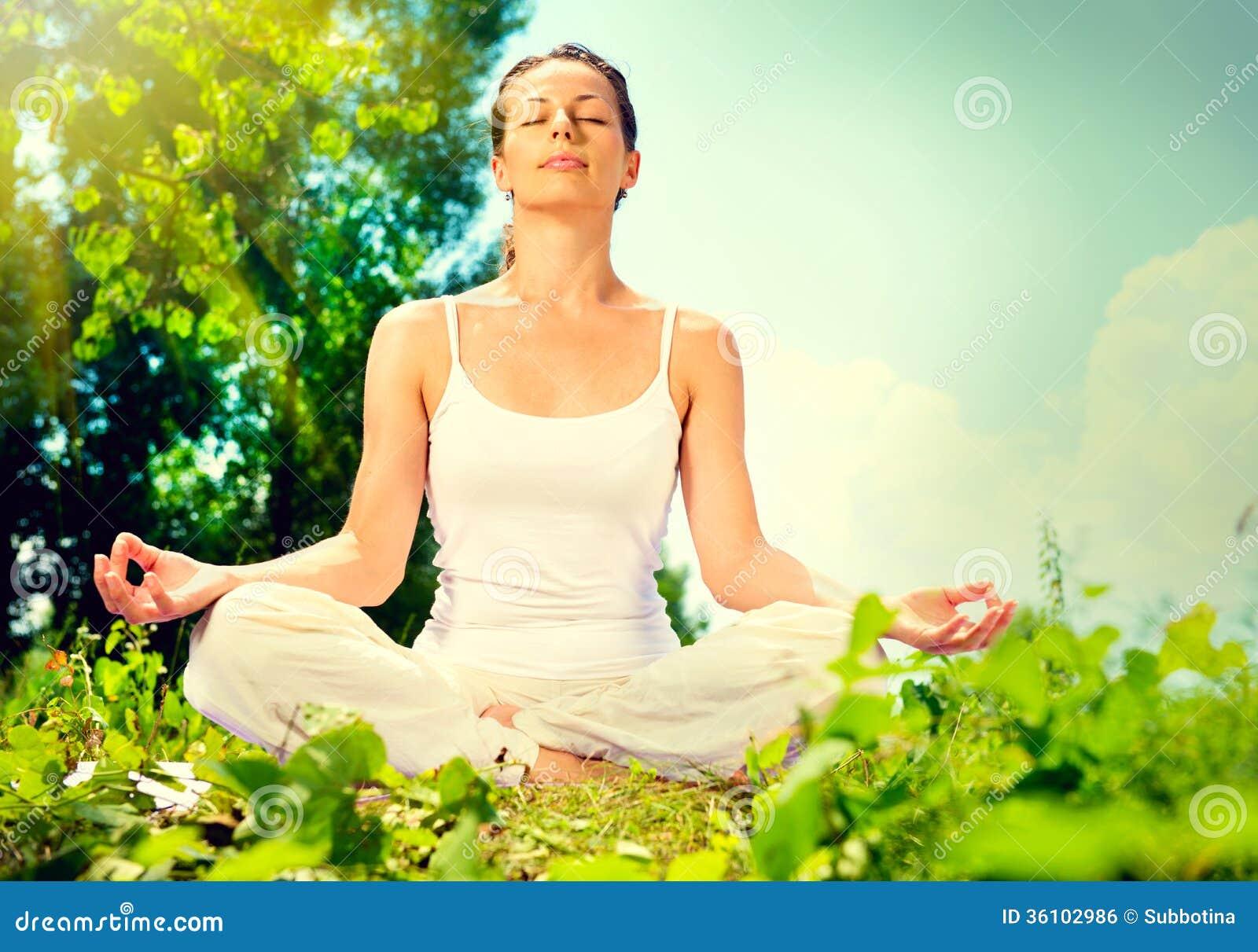 Γυναίκα που κάνει την άσκηση γιόγκας