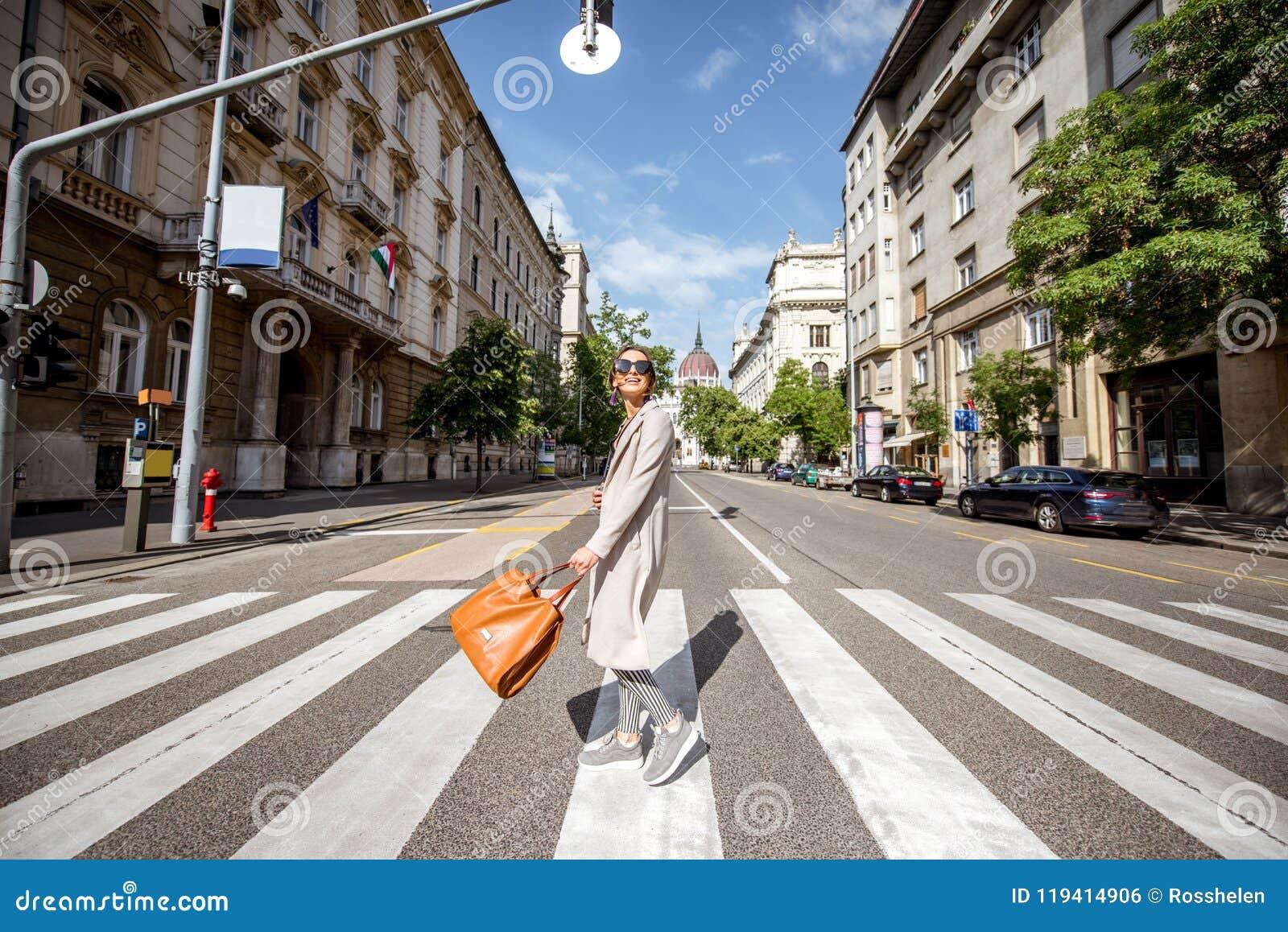 Γυναίκα που ταξιδεύει στη Βουδαπέστη