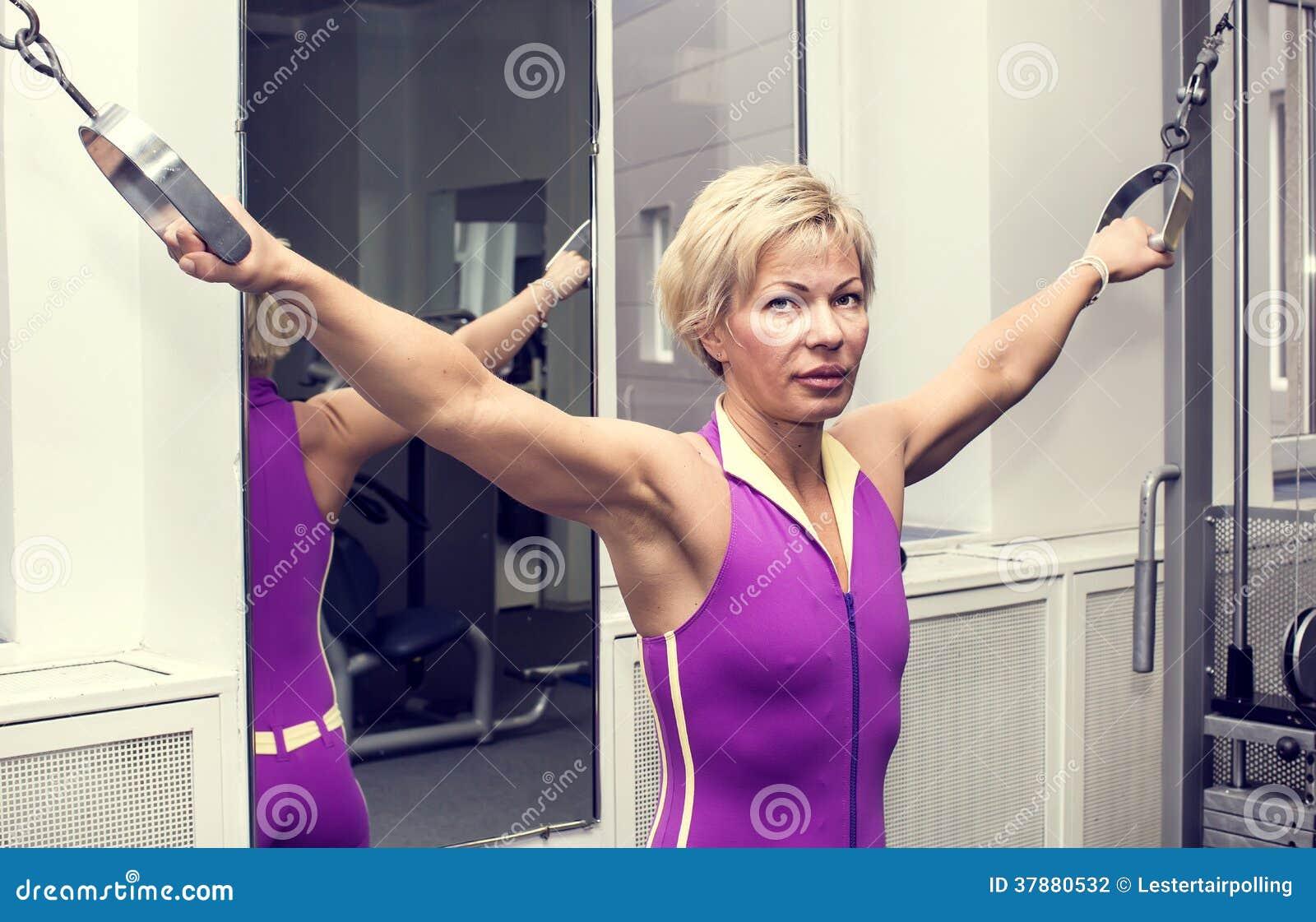Γυναίκα στη γυμναστική
