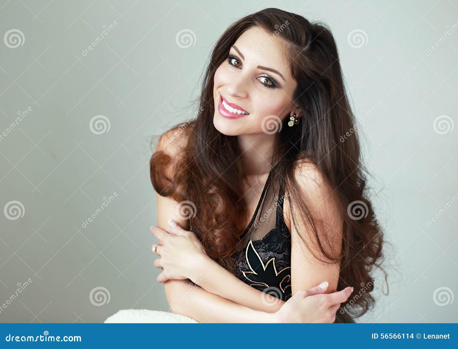 Download Γυναίκα στο φυσικό φως στοκ εικόνες. εικόνα από κορίτσι - 56566114