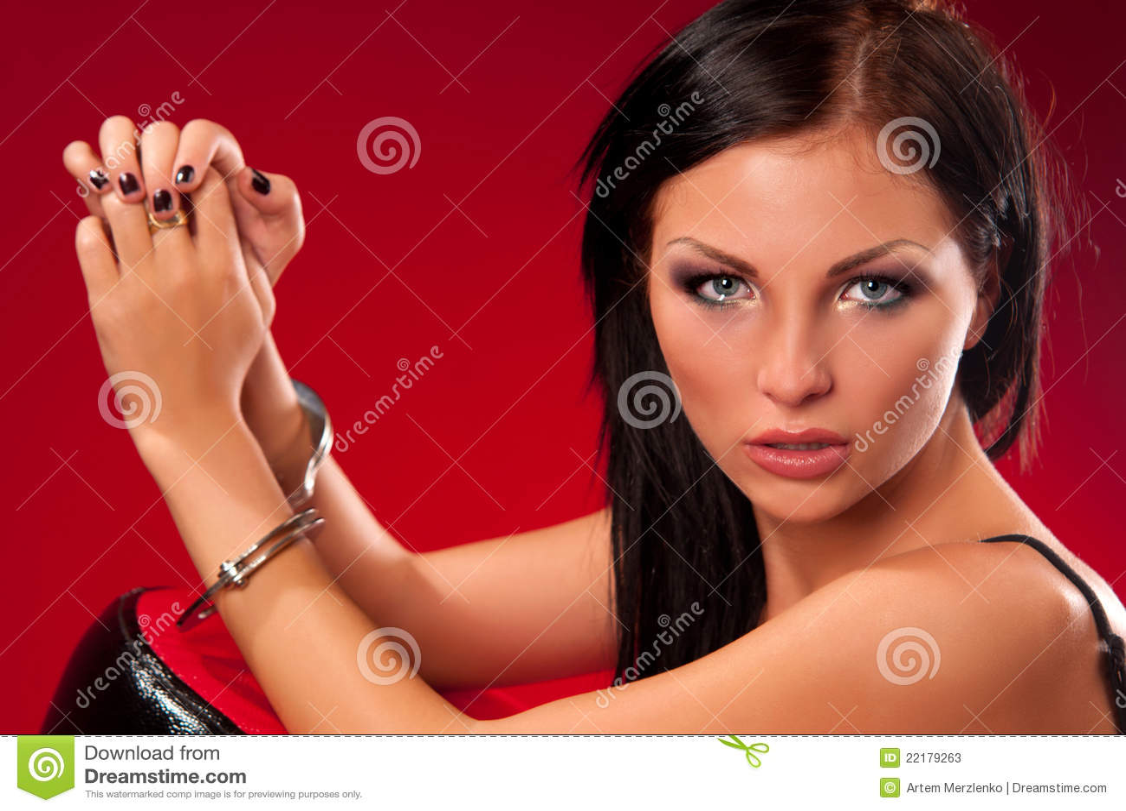 γυναίκα χειροπεδών