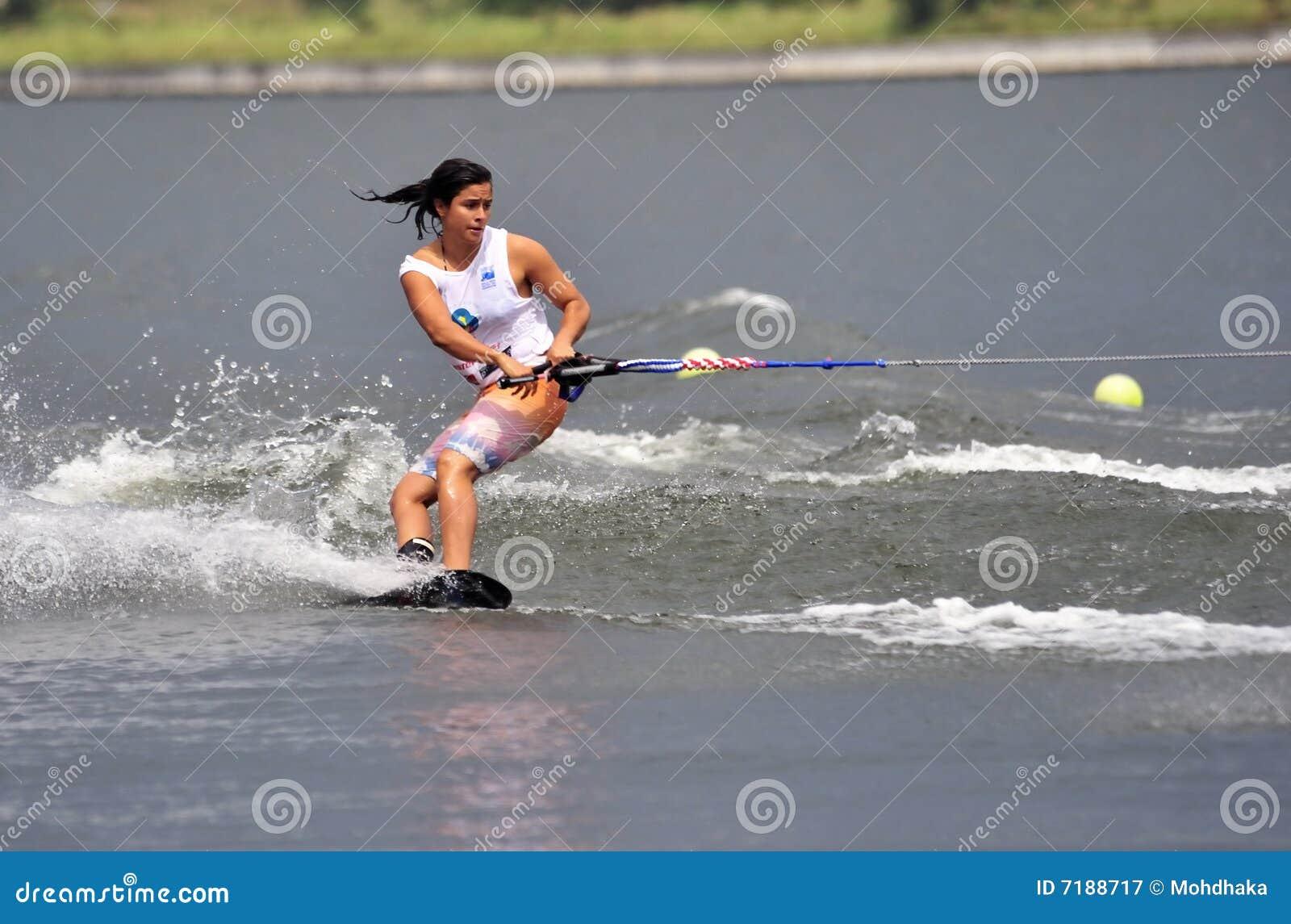 γυναίκα ύδατος τεχνασμάτ&o