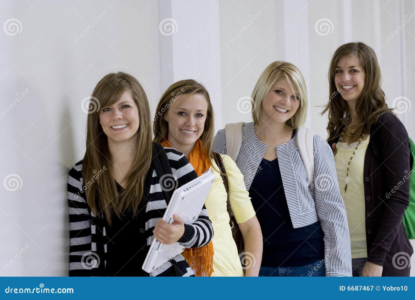 γυναίκες σπουδαστές κολλεγίων