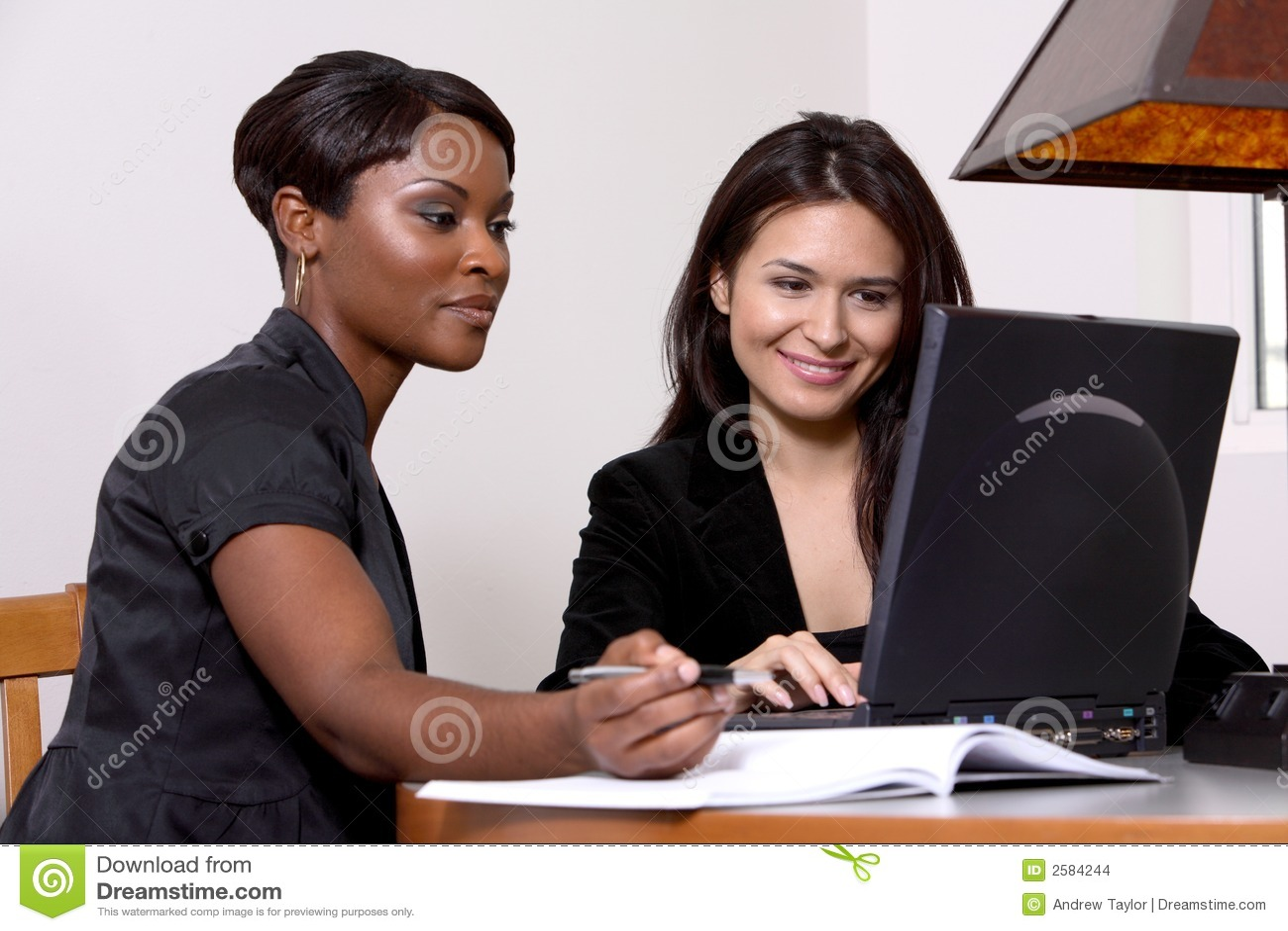 γυναίκες συναδέλφων υπ&omi